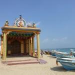 Temple sur la plage des pêcheurs de trinco