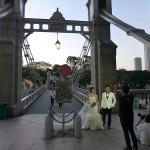 Photo de mariés devant le pont de Cavanagh