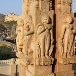 Détails des colonnes sculptées