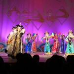 Spectacle de danses et musiques traditionnelles au théâtre