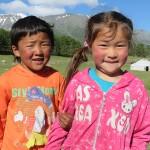 Les enfants des yourtes voisines