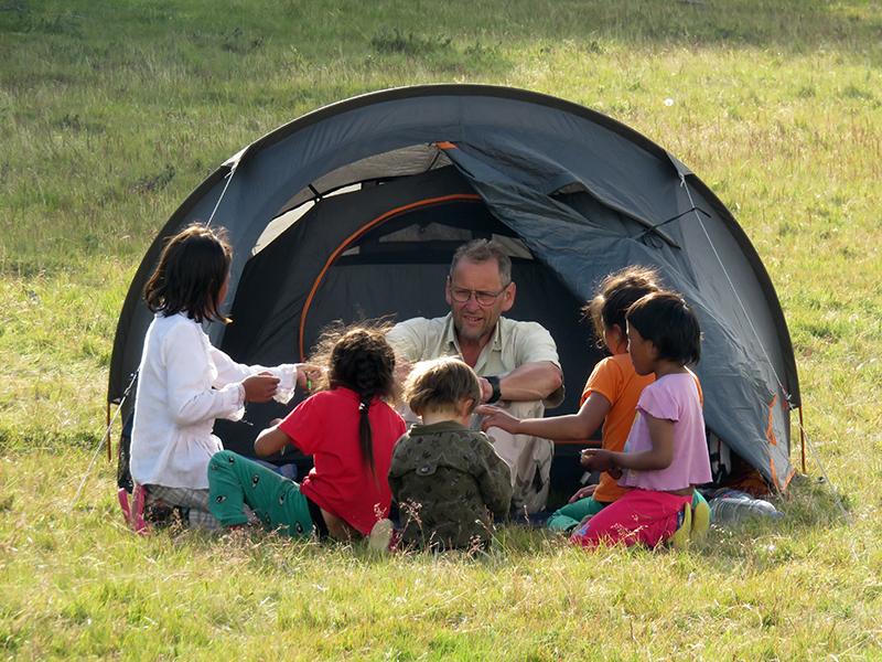 Les enfants des yourtes animent  nos soirées de trek !