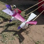 bidons en plastique - jouet au Malawi