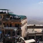 Restaurant en terrasse et minaret