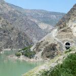 Succession de tunnels le long du lac