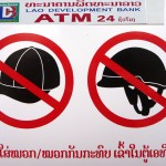 Couvre-chefs interdits aux ATM - Laos