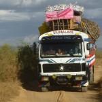 Camion-brousse : hommes et marchandises