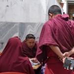 Sacrés moines!