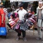 Vendeur de sacs à Kathmandu