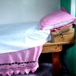 """Le lit de notre """"Paradise lodge """" à Tal  - Népal"""