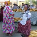 Bavardages au marché de Samarkand