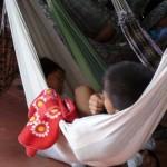 Sieste en famille à bord du Pachito