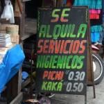 Toilettes payantes au marché de Belem à Iquitos - Pérou