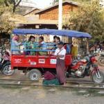 Dès notre descente de train nous découvrons les Tuktuk