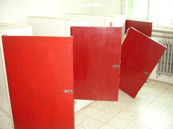 Avec portes (de préférence défoncées!)