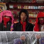 Nos voisins de restau : aussi étonnnés que nous! Darchen - Tibet