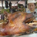 Cochon grillé au marché d'Otovalo - Equateur