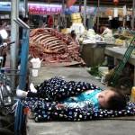 Un peit repos pendant que maman travaille! Chine