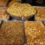 Assortiments d'arachides aux épices à Nainital - Inde