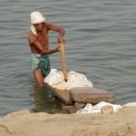 Batteur de linge à Varanasi - Inde